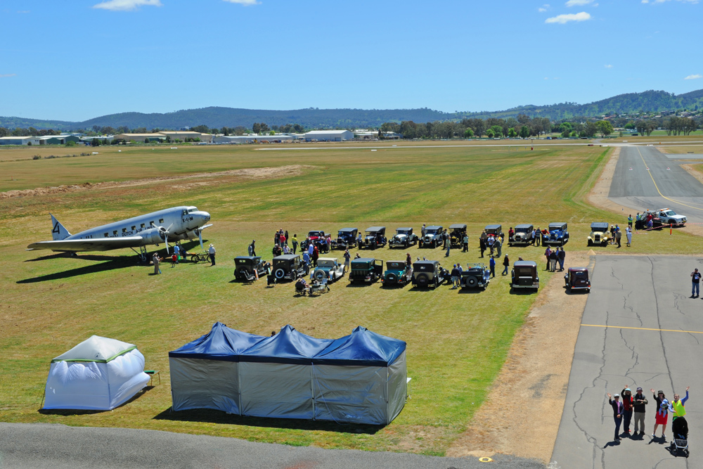 Uiver and vintage cars at Albury Airport
